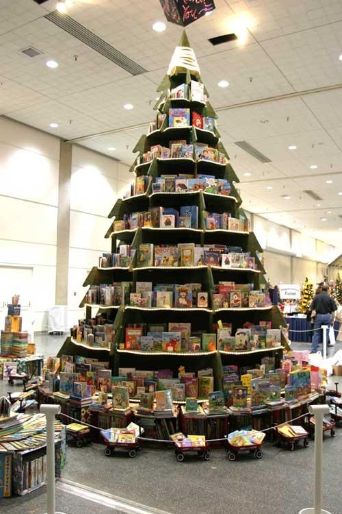 Tree bookshelf bound 4 escape - Arbol de navidad con libros ...