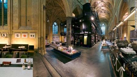 voormalige dominicanerkerk verbouwd tot boekhandel